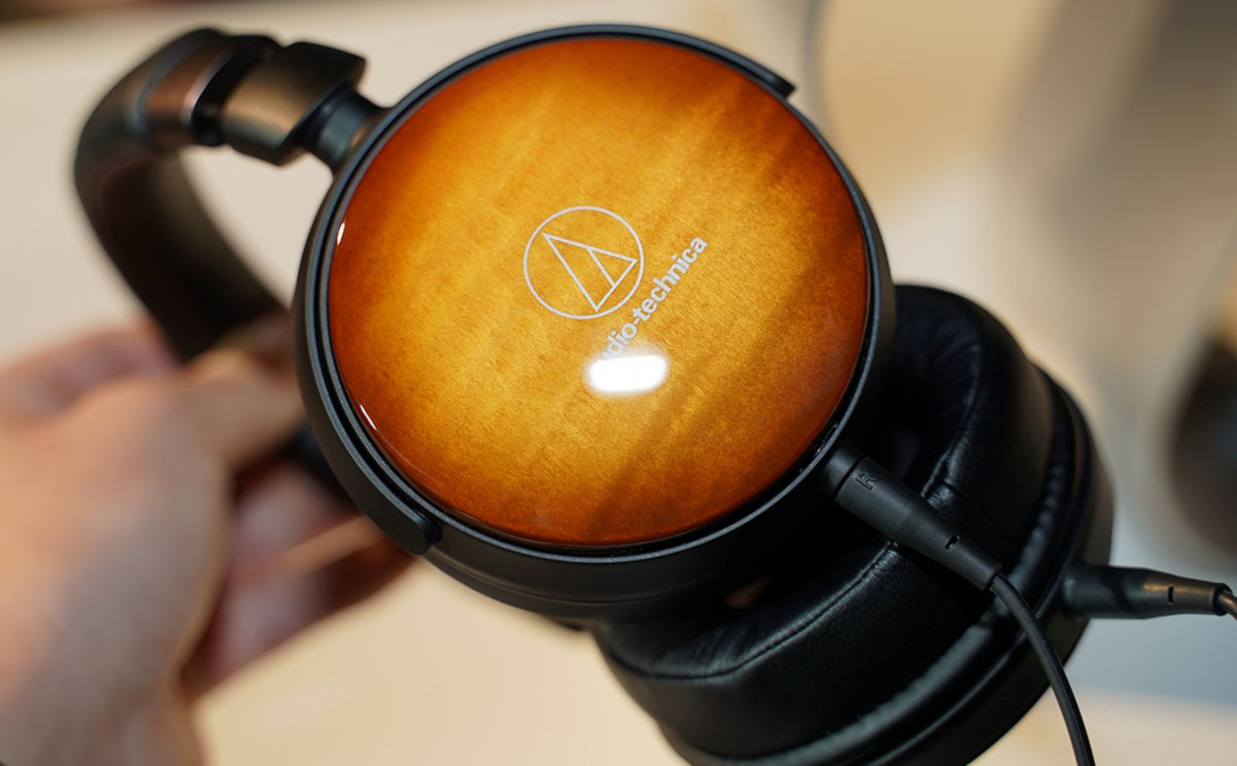 ATH-WP900: Mẫu tai nghe portable cao cấp vỏ gỗ maple của Audio-Technica