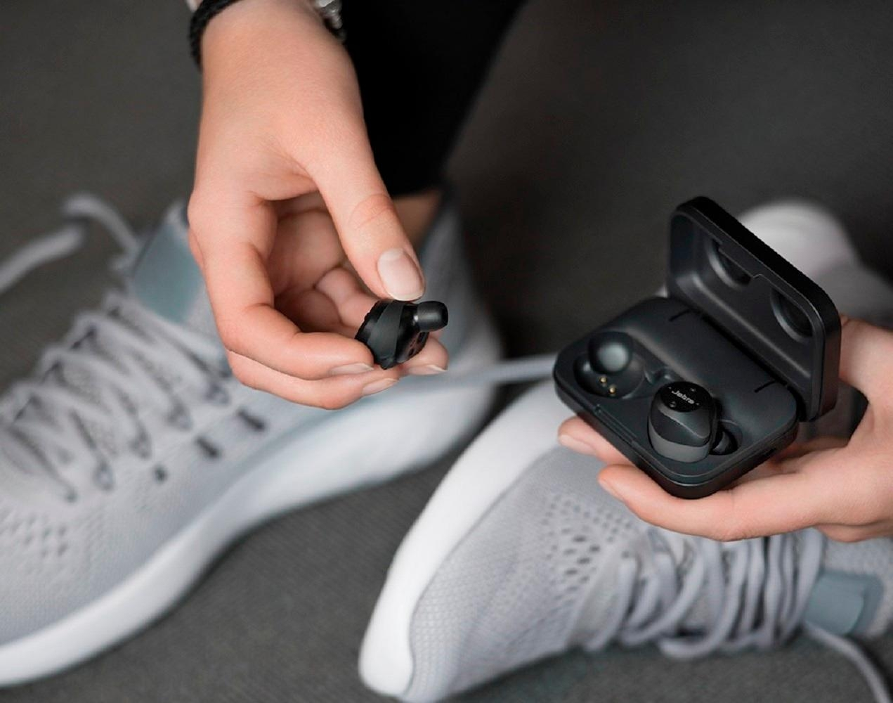 Tai Nghe Bose SoundSport Free: True Wireless Earbuds