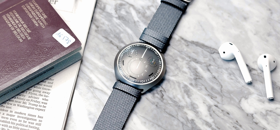 Ressence Type 2 – chiếc đồng hồ cơ có khả năng kết nối với smartphone