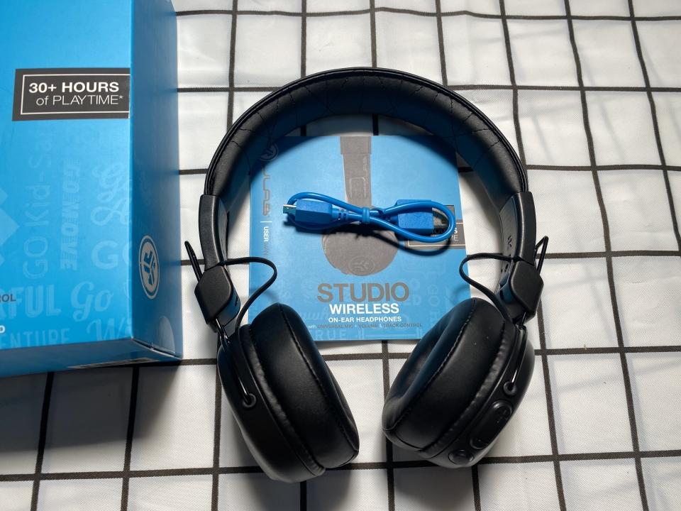 Unboxing tai nghe JLAB STUDIO WIRELESS ON-EAR HEADPHONES